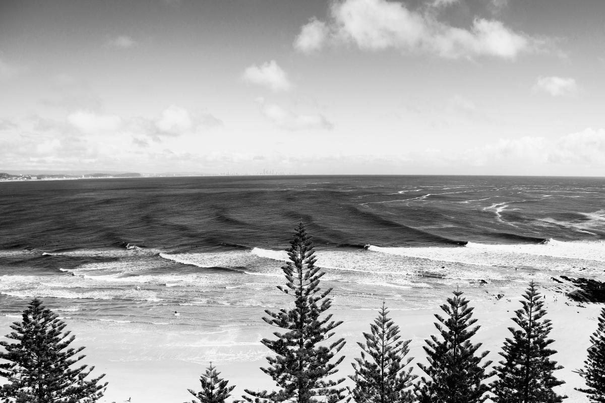 ondas quebrando na Gold Coast em etapa da WSL
