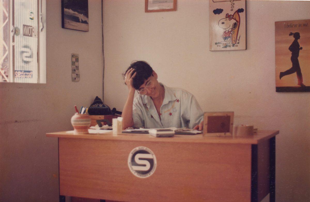 Cristina Pereira na Shine Surfboards em 1993