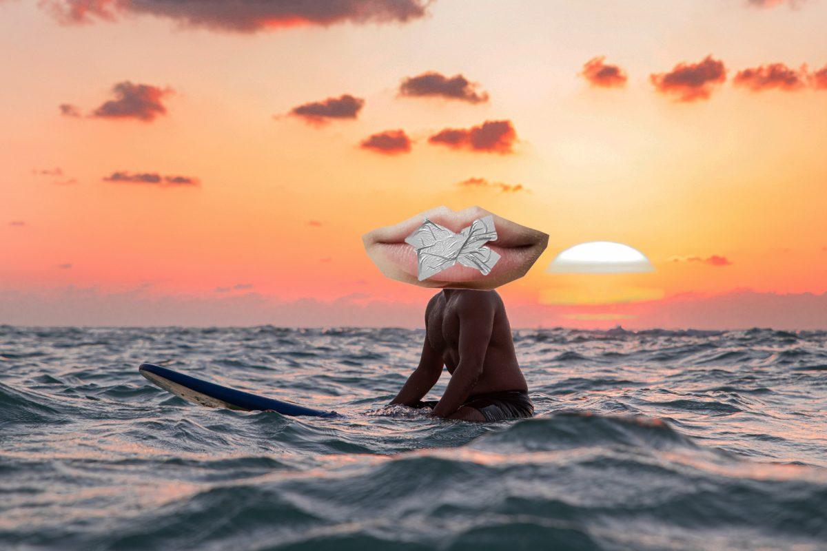 surfista sentado sobre prancha em final de tarde com boca calada no lugar da cabeça - surf e política