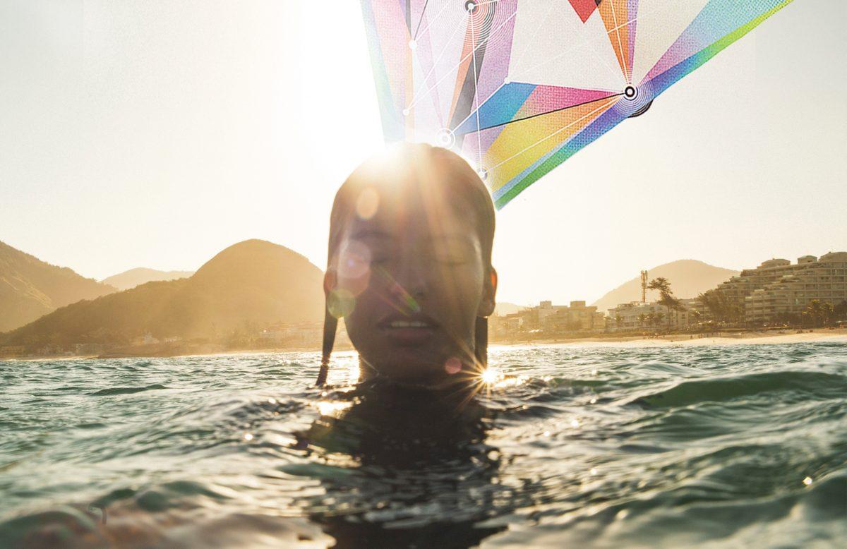 Sam Manhães em retrato dentro do mar - Foto Raphael Tognini